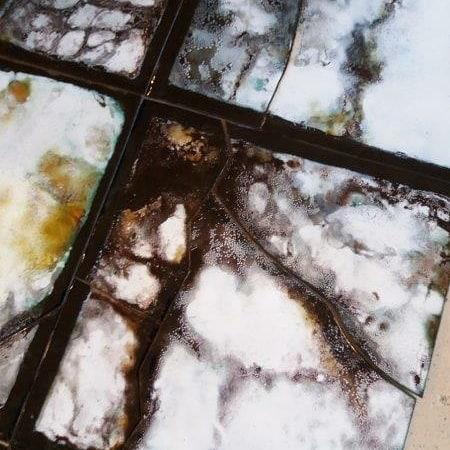 Exposition Dialogue - détail émaillée de la photo représentant une fenêtre