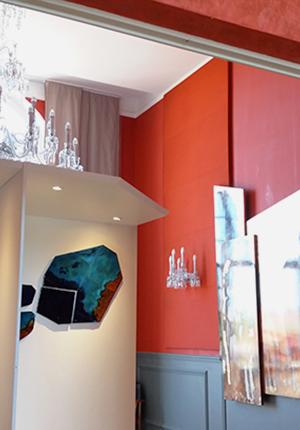 Baccarat, exposition métier d'art . Composition murale Archipel finaliste du concours et exposée dans les salons rouges de l'hôtel de ville.