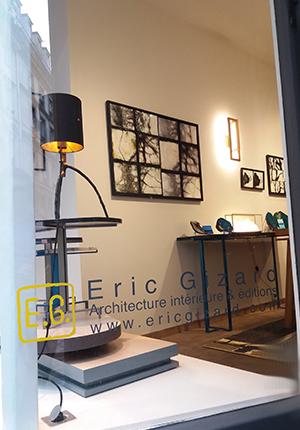 """Exposition à la galerie Eric Gizard -Paris. """"Dialogue """"est un duo entre les photos photographe Eric Gizard dans sa galerie . Dialogue entre les photos et tableaux émaillés en noir et blanc"""