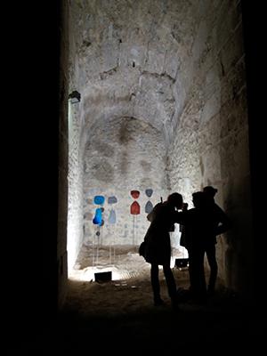 Exposition des sculptures dans les écuries du château de la Roche - by night